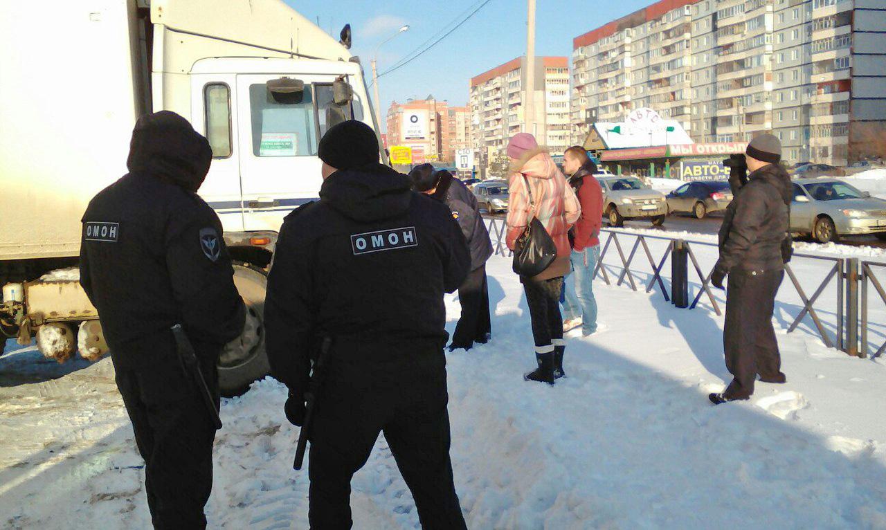 Акция протеста дальнобойщиков  в Вологде: один из участников задержан