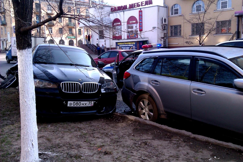 """В Вологде пьяный водитель """"Форда"""" сбил насмерть пешехода и пытался скрыться с места ДТП"""