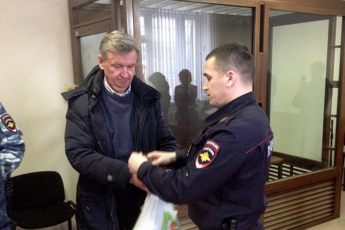 Суд посчитал, что Сергей Тугарин сам принял решение о госгарантиях, а правительство Вологодской области и заксобрание были обмануты