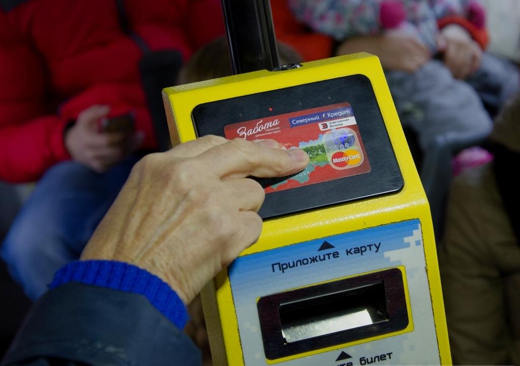 Электронная «Забота» будет действовать и в автобусах частных перевозчиков Вологды