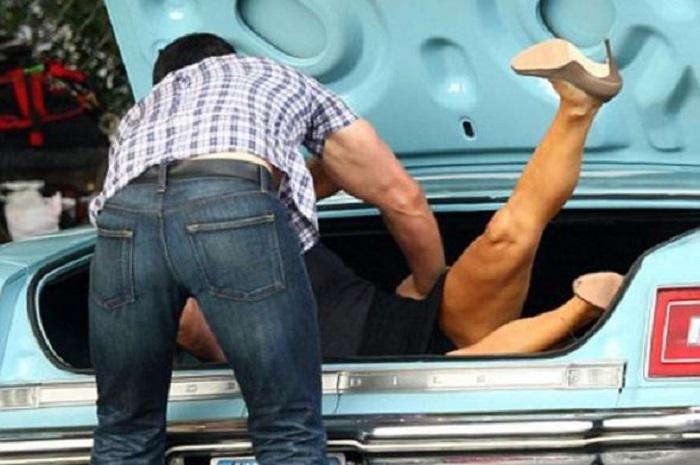 Вологжанка, которую сожитель затолкал в багажник автомобиля, отказалась писать на него заявление в полицию