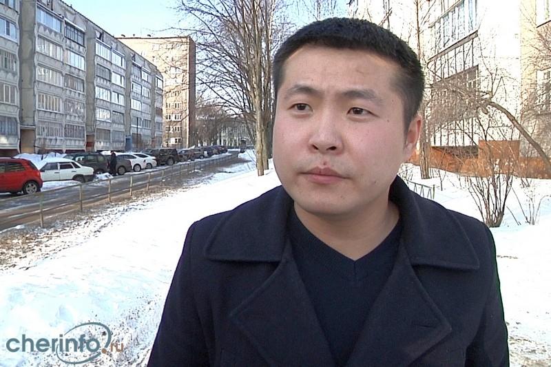 Героя видео с задержанием на рынке Череповца признали виновным в неповиновении полицейским