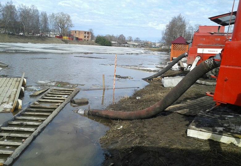 В Великом Устюге начались работы по ликвидации последствий паводка