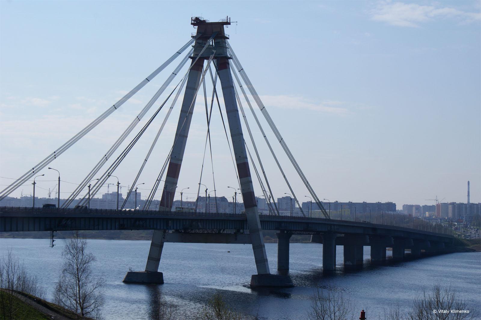 В Череповце молодой человек упал в воду во время свидания на Октябрьском мосту