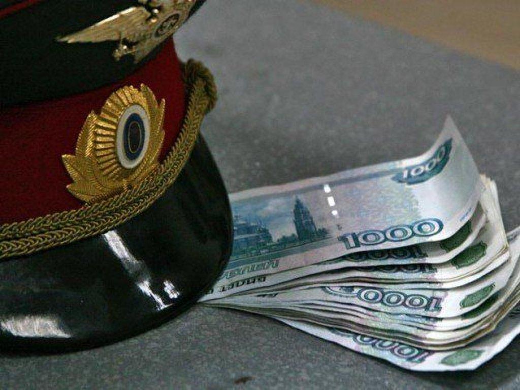 В Кирилловском районе бывшего инспектора ГИБДД будут судить за получение взятки