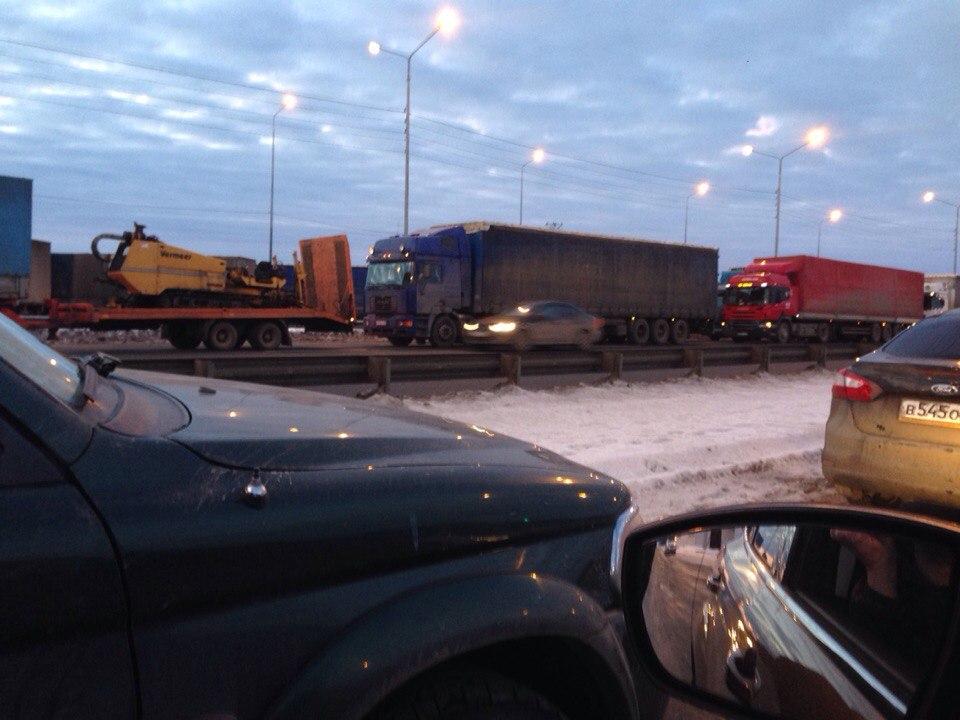 Дальнобойщиков задержали на границе с Ярославской областью
