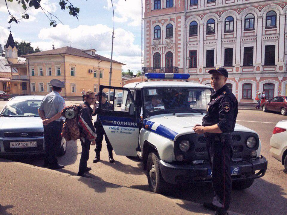 Родители автостопщицы поблагодарили вологодских полицейских