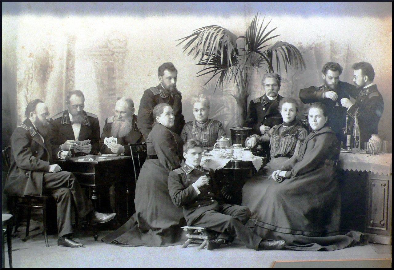Более 200 старых фотографий принесли вологжане в музей «Дом купца Самарина»