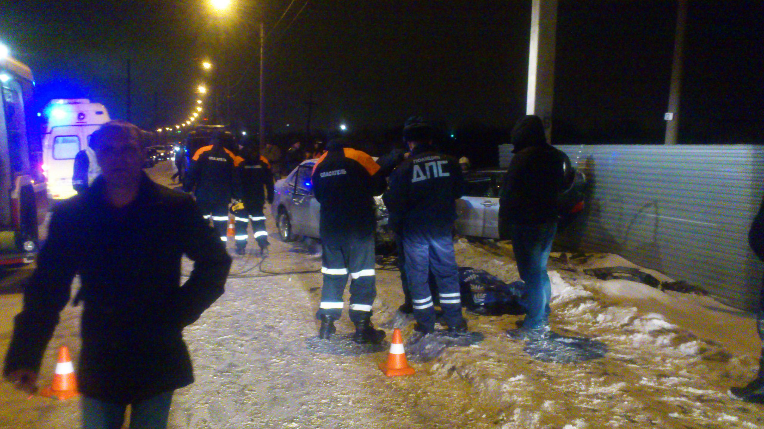 Мужчина погиб в ночном ДТП при лобовом столкновении двух автомобилей под Вологдой