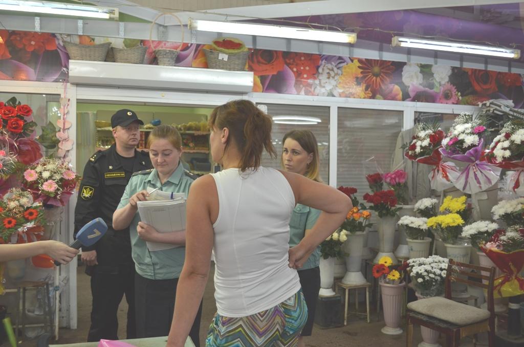 Приставы арестовали продукцию у двух предпринимателей на городском рынке в Вологде