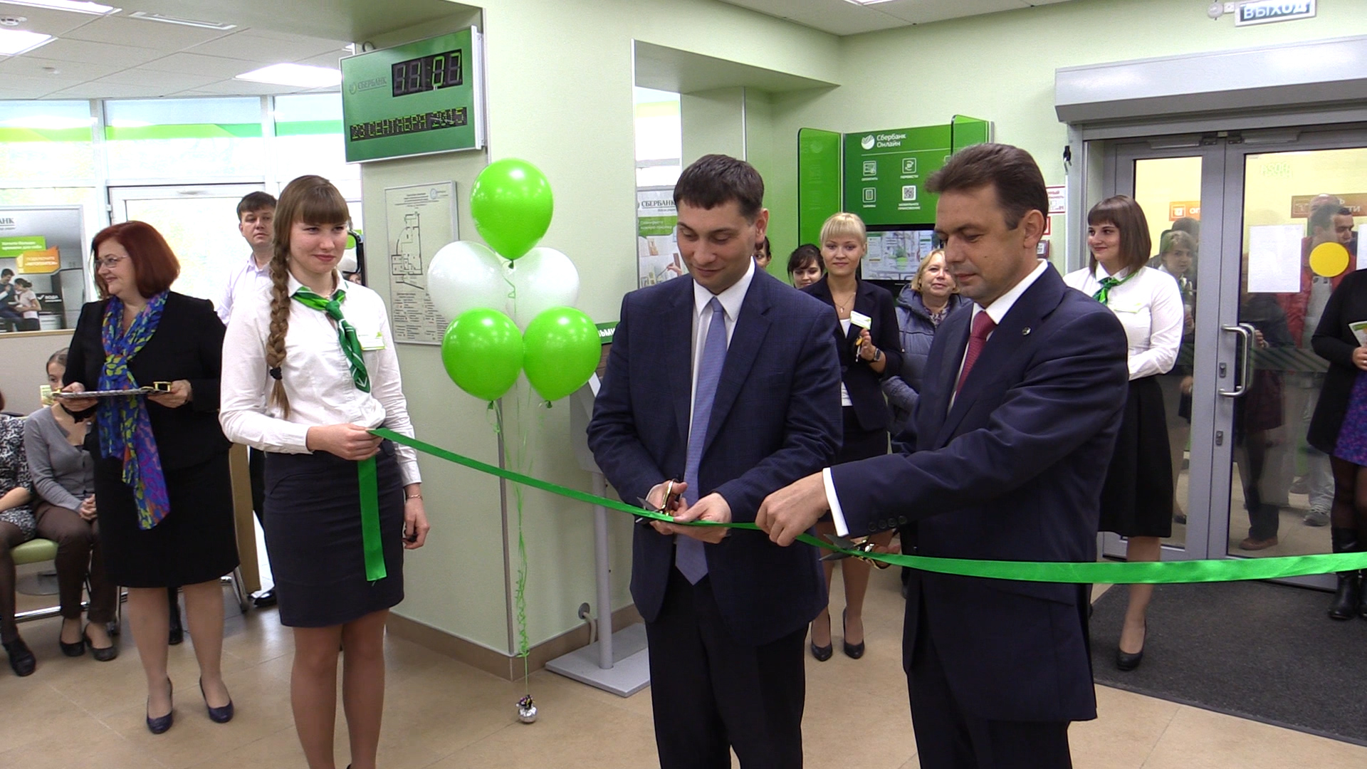 В Вологде торжественно открыли новый переформатированный офис Сбербанка на улице Карла Маркса