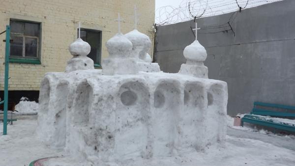Церковь, дворец для гномиков и Т-34: у вологодских заключенных была своя «Снежная крепость»