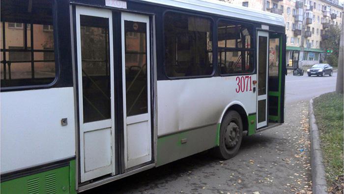 В Вологде пенсионерка сломала позвоночник, упав в автобусе