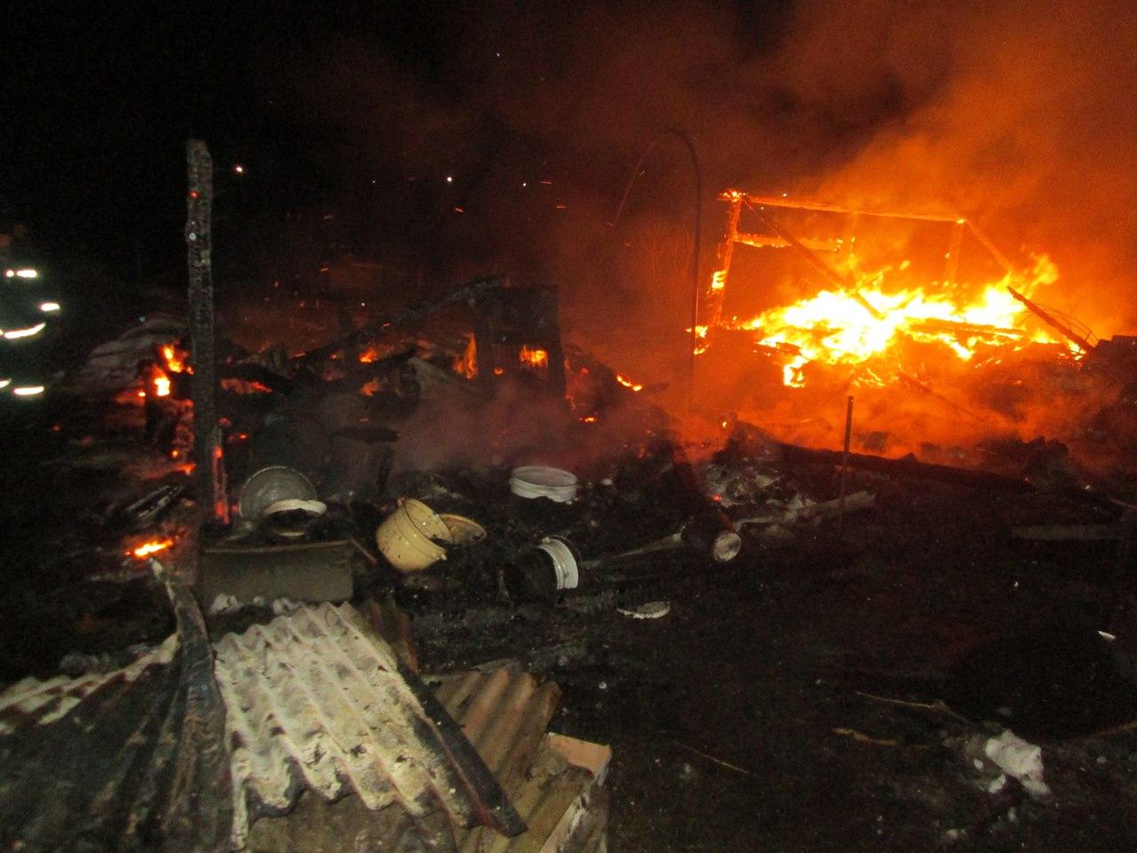 На даче в Череповецком районе загорелся обогреватель: хозяйка погибла на пожаре