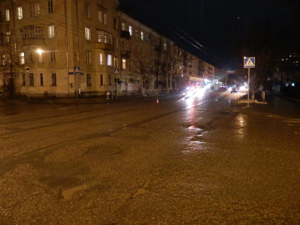 В Вологде КамАЗ сбил пешехода
