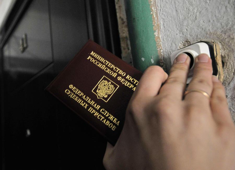 У жителей Вологды, задолжавших за коммунальные услуги более 10 тысяч рублей, арестовали бытовую технику