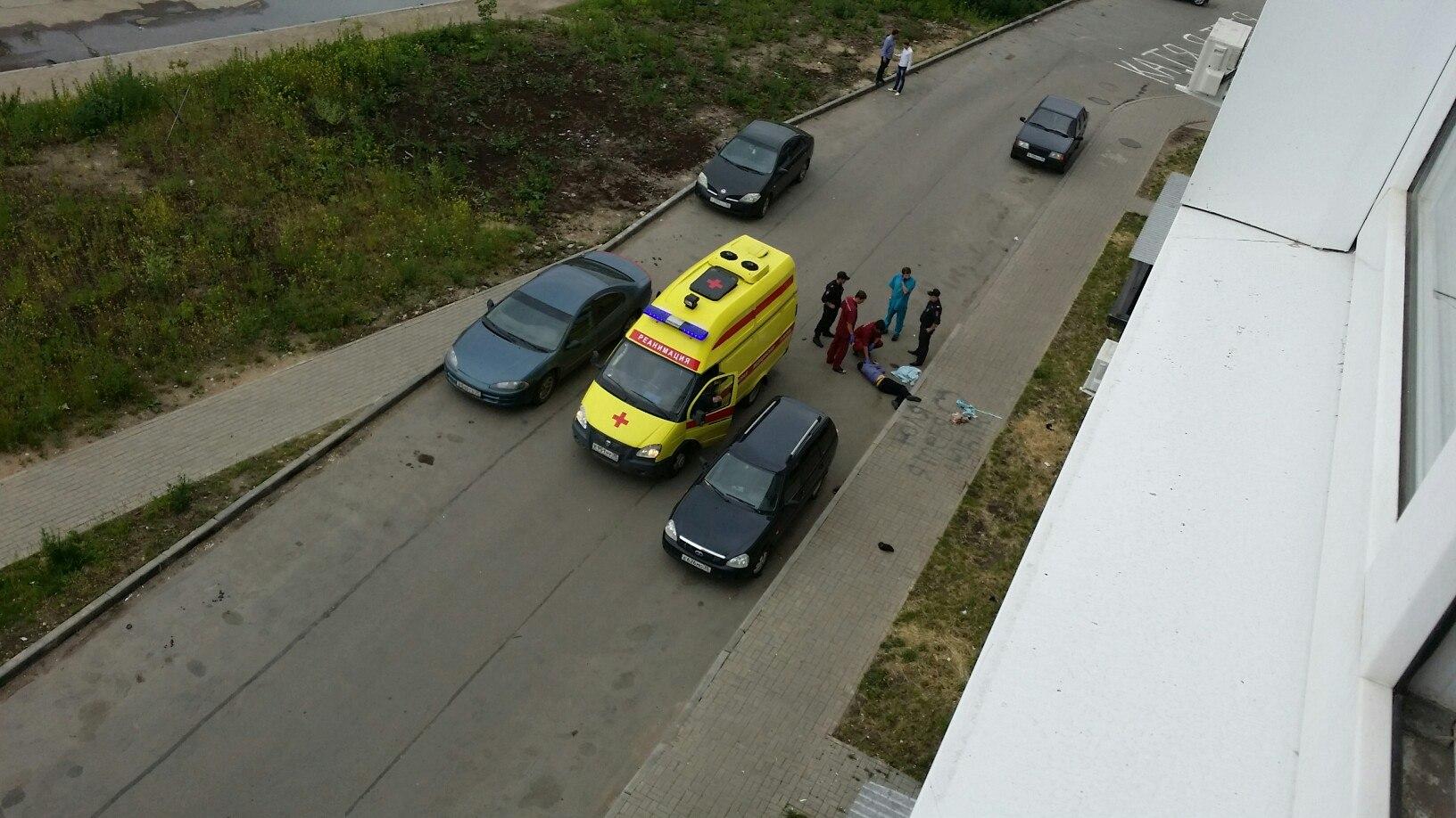 В Вологде мужчина выпал с 10 этажа и разбился