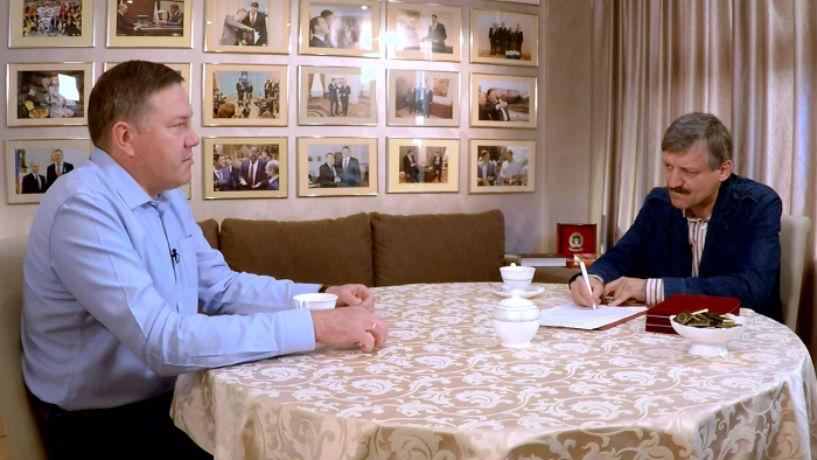 Олег Кувшинников объяснил, зачем сломал стену в кабинете Вячеслава Позгалева