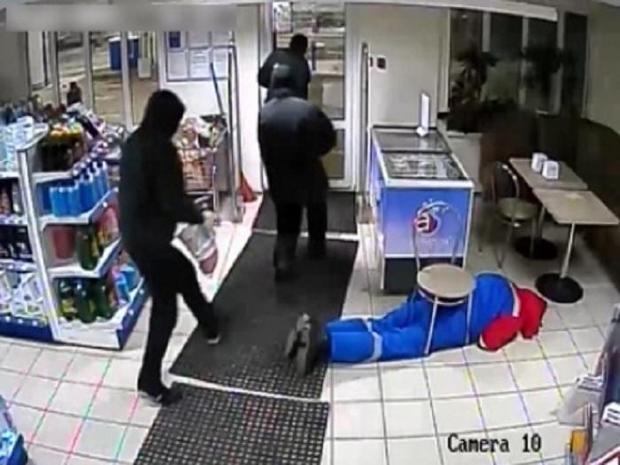 Арестована банда налетчиков, которые в масках ограбили АЗС в Кадникове