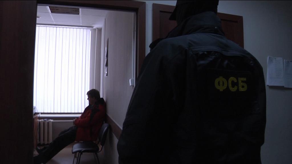 Бывшего сотрудника сокольской колонии обвиняют во взяточничестве