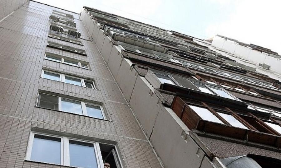 Череповчанин запер свою девушку на балконе: она сбросилась с третьего этажа