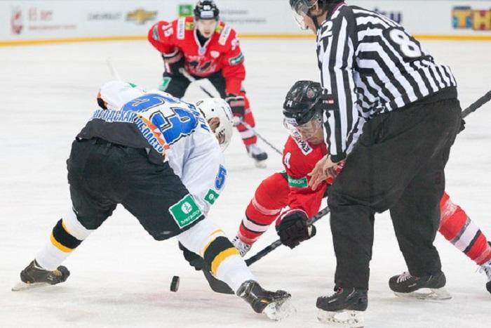 """Череповецкие хоккеисты обыграли соперников из новокузнецкого """"Металлург"""""""