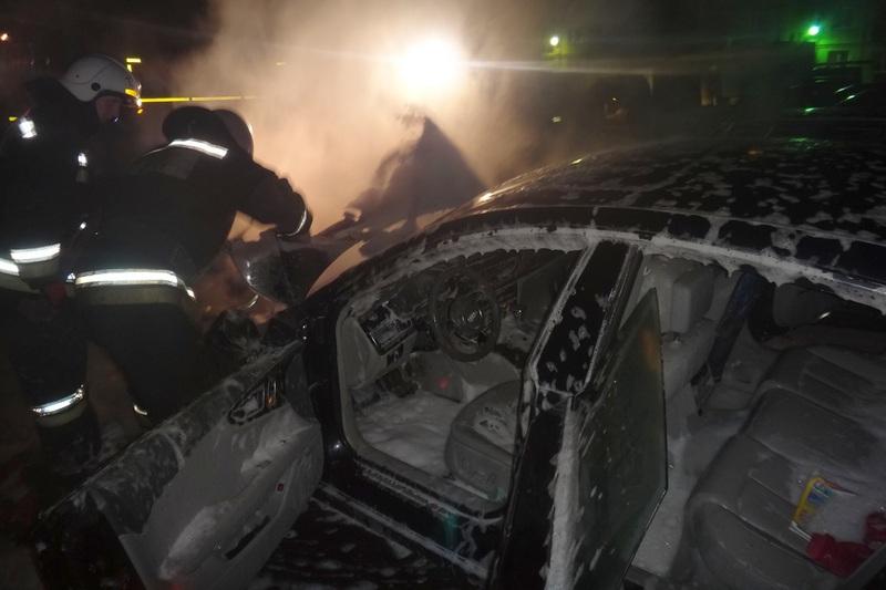 Две машины подожгли сегодня ночью в Череповце и одну – в Шексне