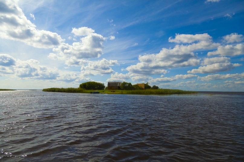 Спасатели седьмой день ищут пропавших на озере Воже рыбаков