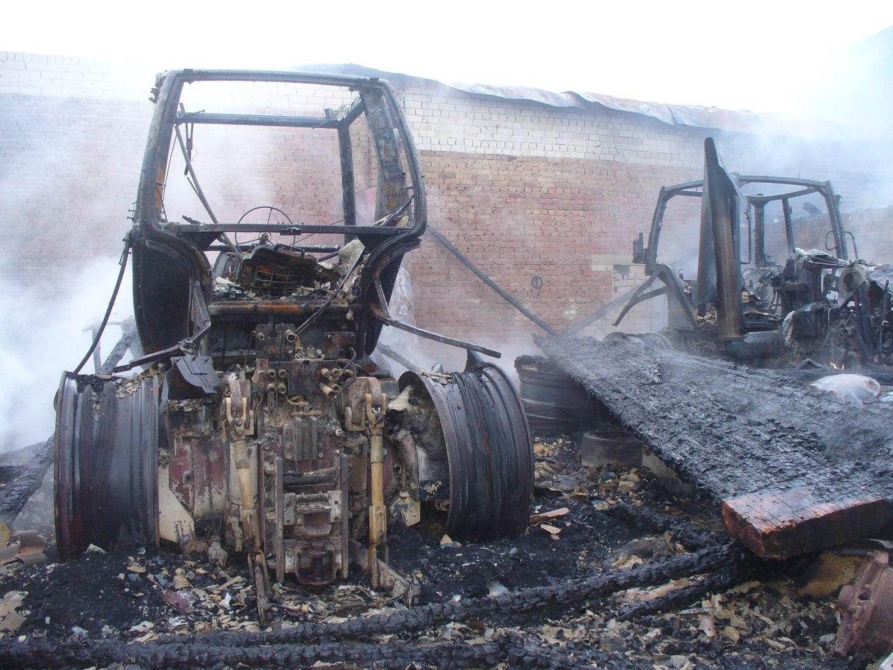 Два самосвала, автокран и четыре трактора сгорели в колхозе «Новленское»