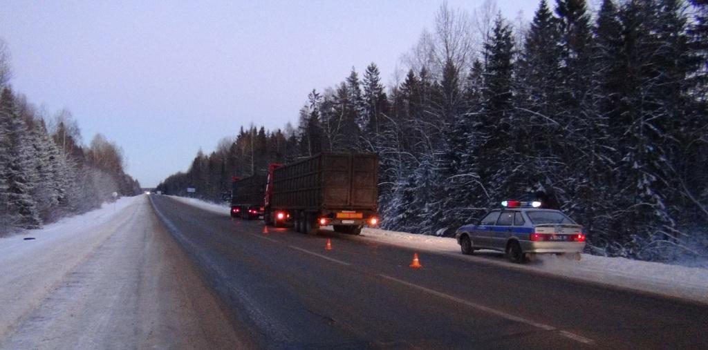 На трассе в Вологодской области колесо оторвалось от прицепа фуры и угодило в кабину другого грузовика