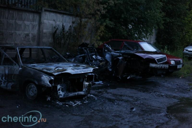 Инструктор автошколы сгорел в машине в Череповце