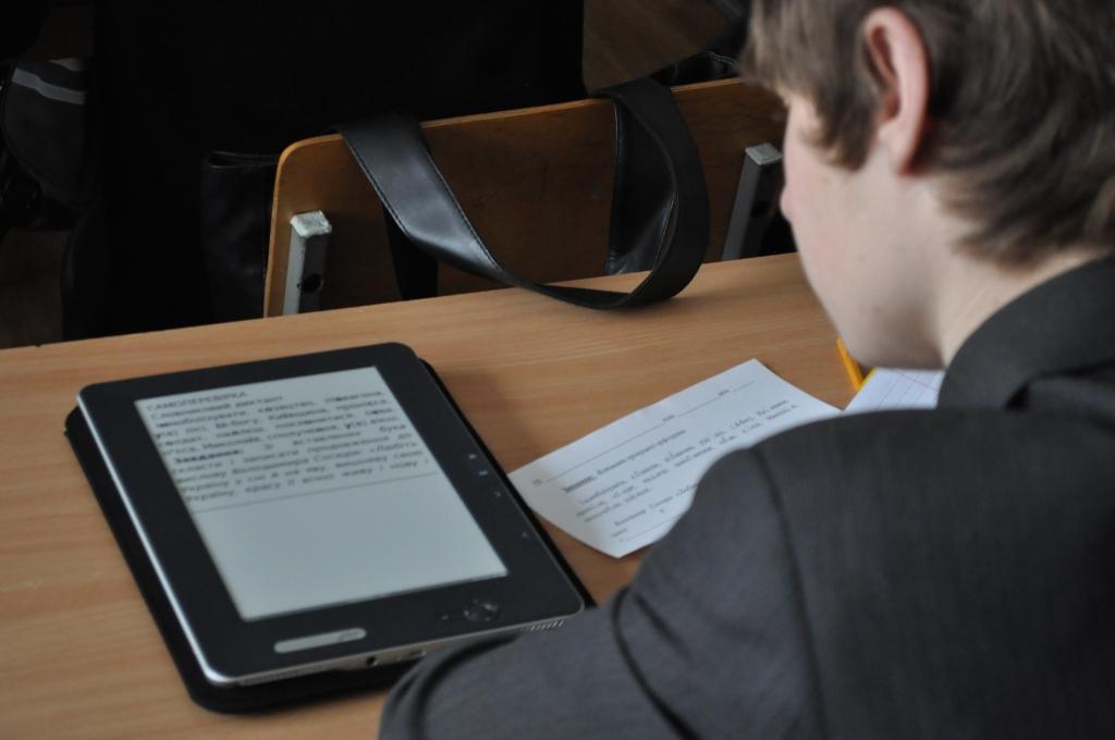 Литературу в библиотеках семи школ Вологодской области переведут в электронный вид