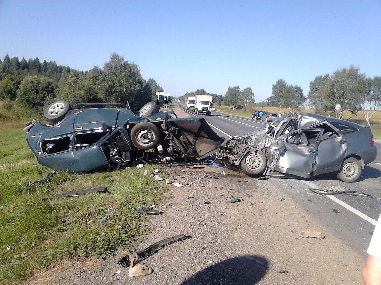 Шесть человек погибло в аварии под Череповцом