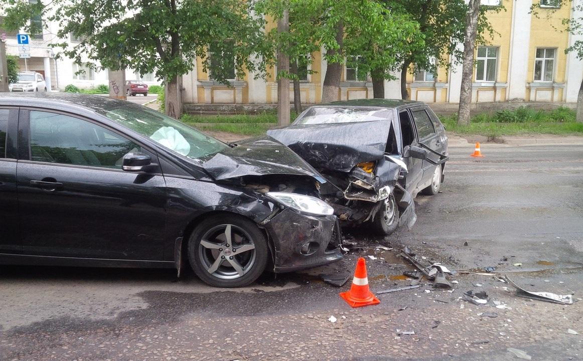 Пьяный водитель устроил ДТП с тремя автомобилями в центре Вологды
