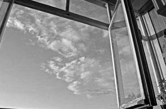 В Череповце погиб пожилой мужчина: он выпал из окна пятого этажа