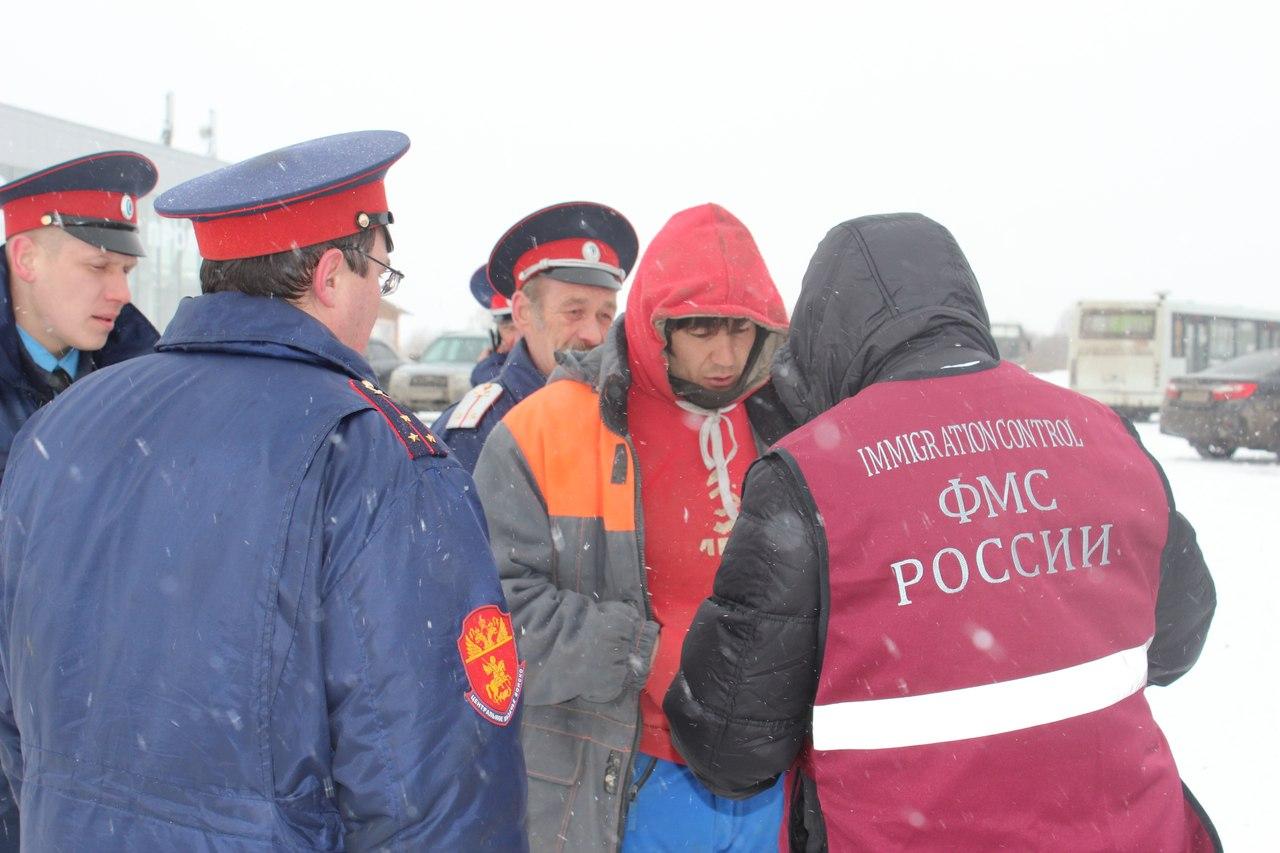 Мигранты из Узбекистана жили прямо на стройке в Вологде