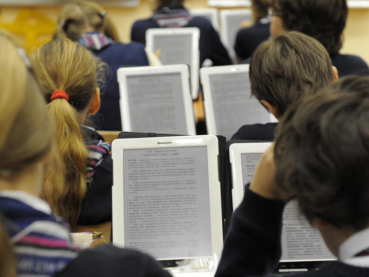 Больше половины школьников Вологодской области хотят работать с электронными учебниками