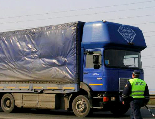 В Кирилловском районе осужден бывший сотрудник ДПС, за взятку сопровождавший грузовик с негабаритным грузом