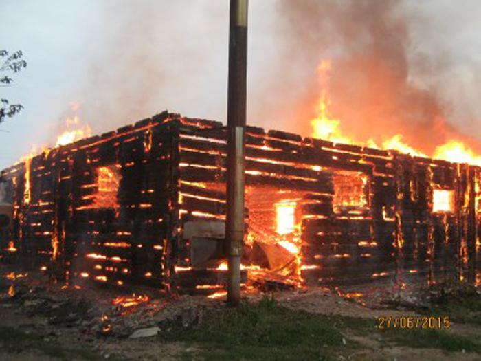 В Устюженском районе сгорел магазин