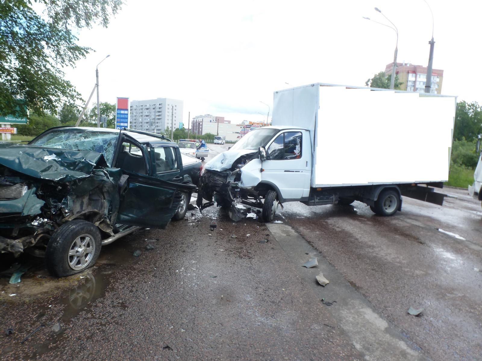 Пять человек пострадали в ДТП в Вологде