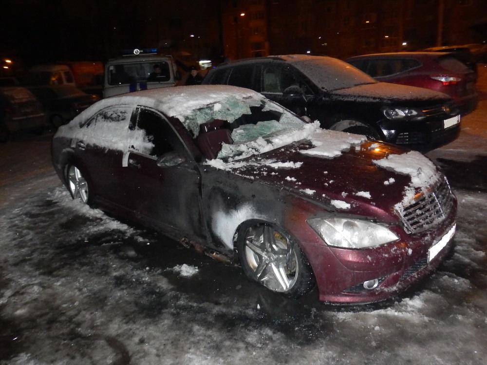 За ночь в Вологде сожгли три иномарки