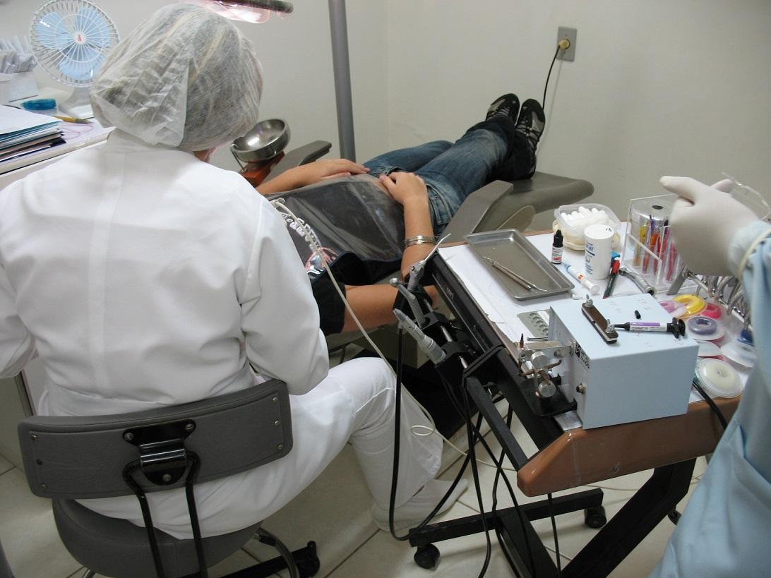 Куда уходят деньги в медицине: Главврач детской стоматологии в Вологде фиктивно устроила на работу своих родственников