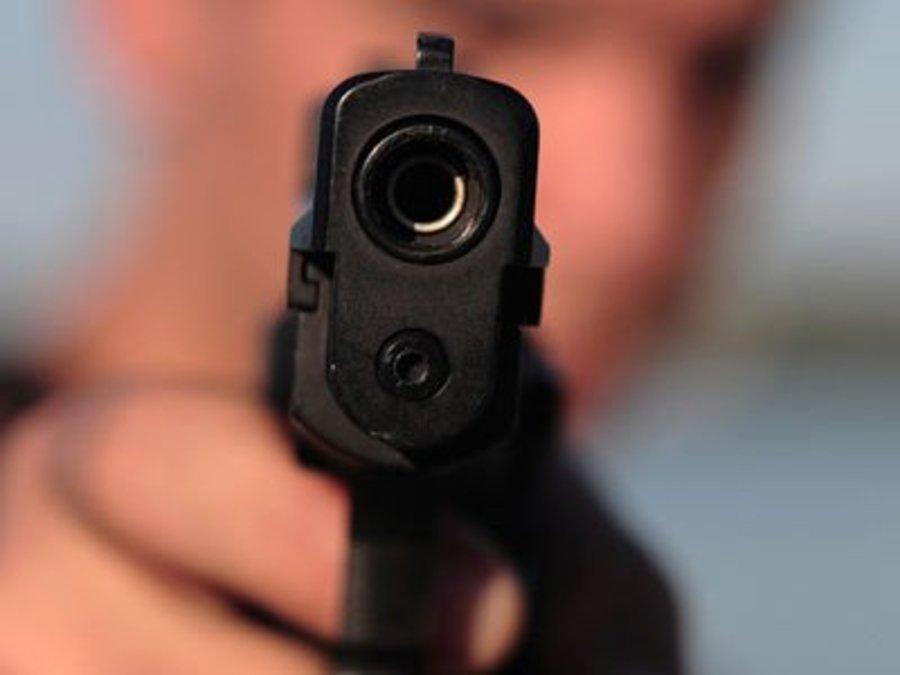 Чтобы остановить дебошира, стрелявшего по людям, полицейским в Вологде пришлось выстрелить ему в ногу