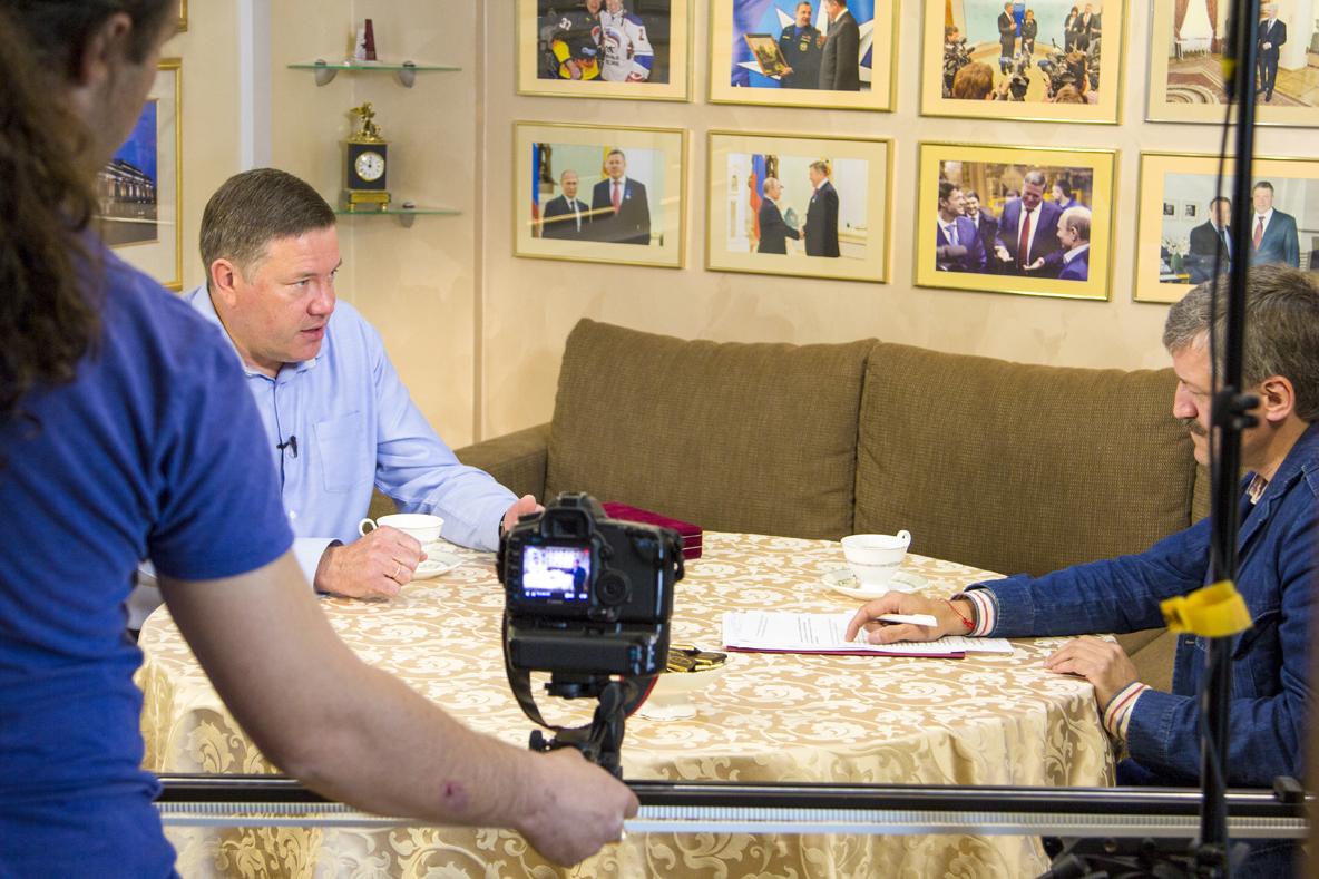 Олег Кувшинников дал телевизионное интервью Роману Романенко