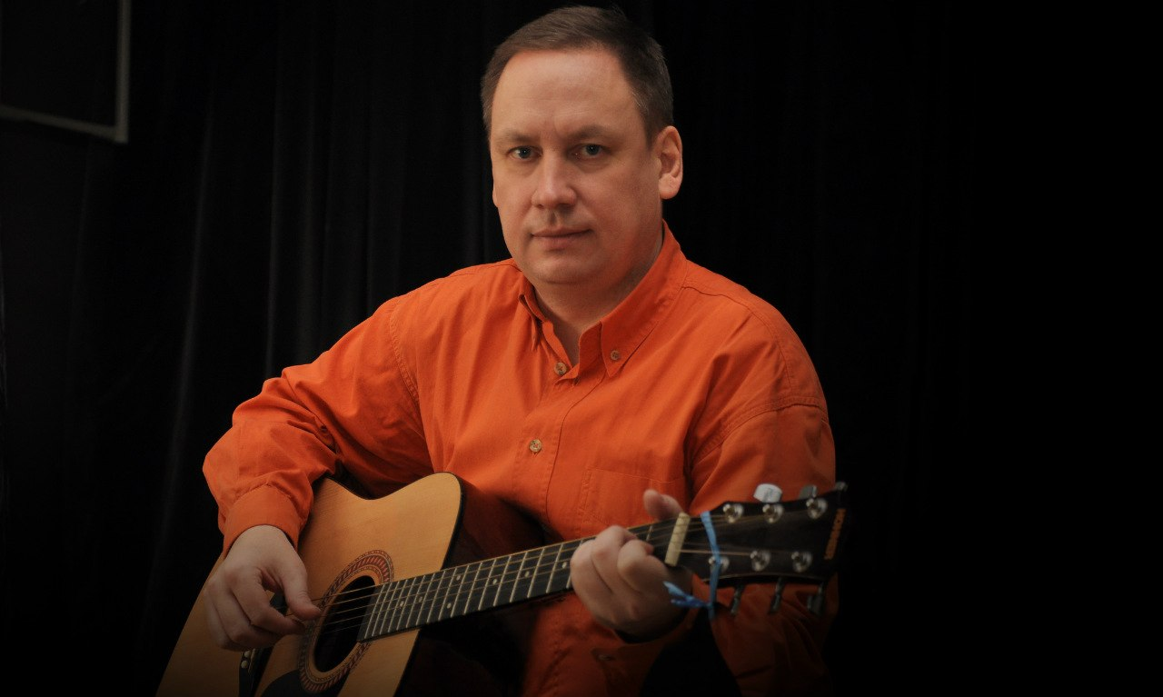 Песни вологодского журналиста Андрея Иванова вошли в сотни музыкальных сборников