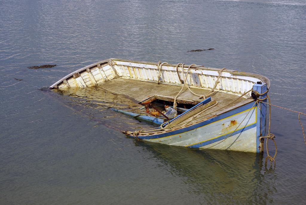 Лодка с пьяными отдыхающими перевернулась в Вашкинском районе: один мужчина погиб