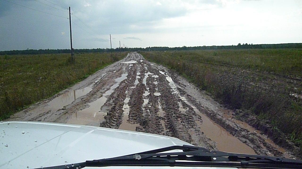 Дорогу в Плешкино, по которой дети ездят в школу, обязали отремонтировать до конца лета