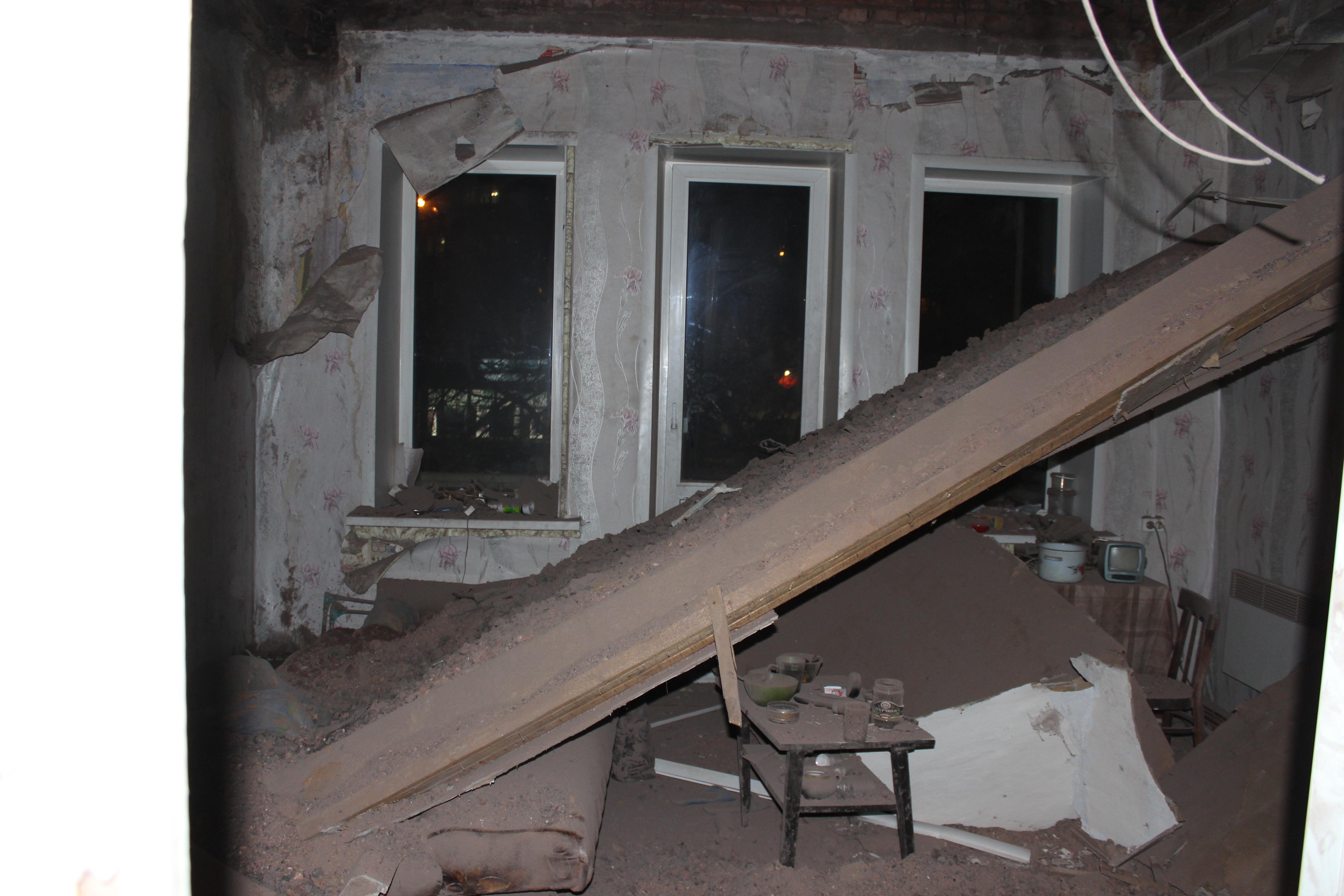 Жильцов вологодского дома, в котором обрушилась кровля, обеспечат временным жильем