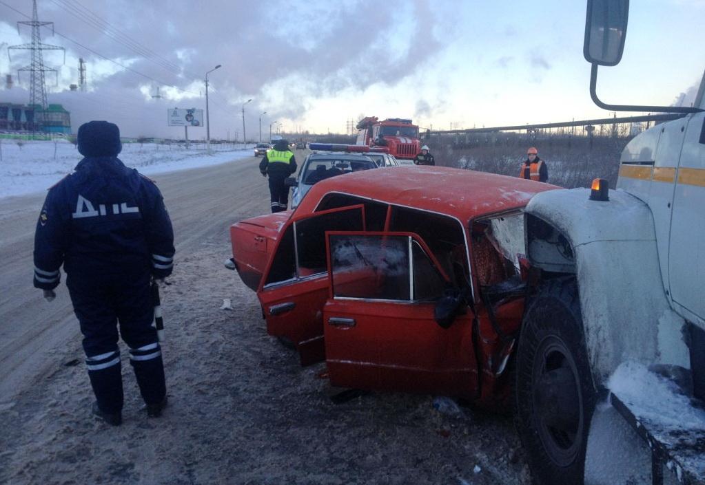 Под Череповцом ВАЗ столкнулся с МАЗом: погибла пассажирка легковой машины