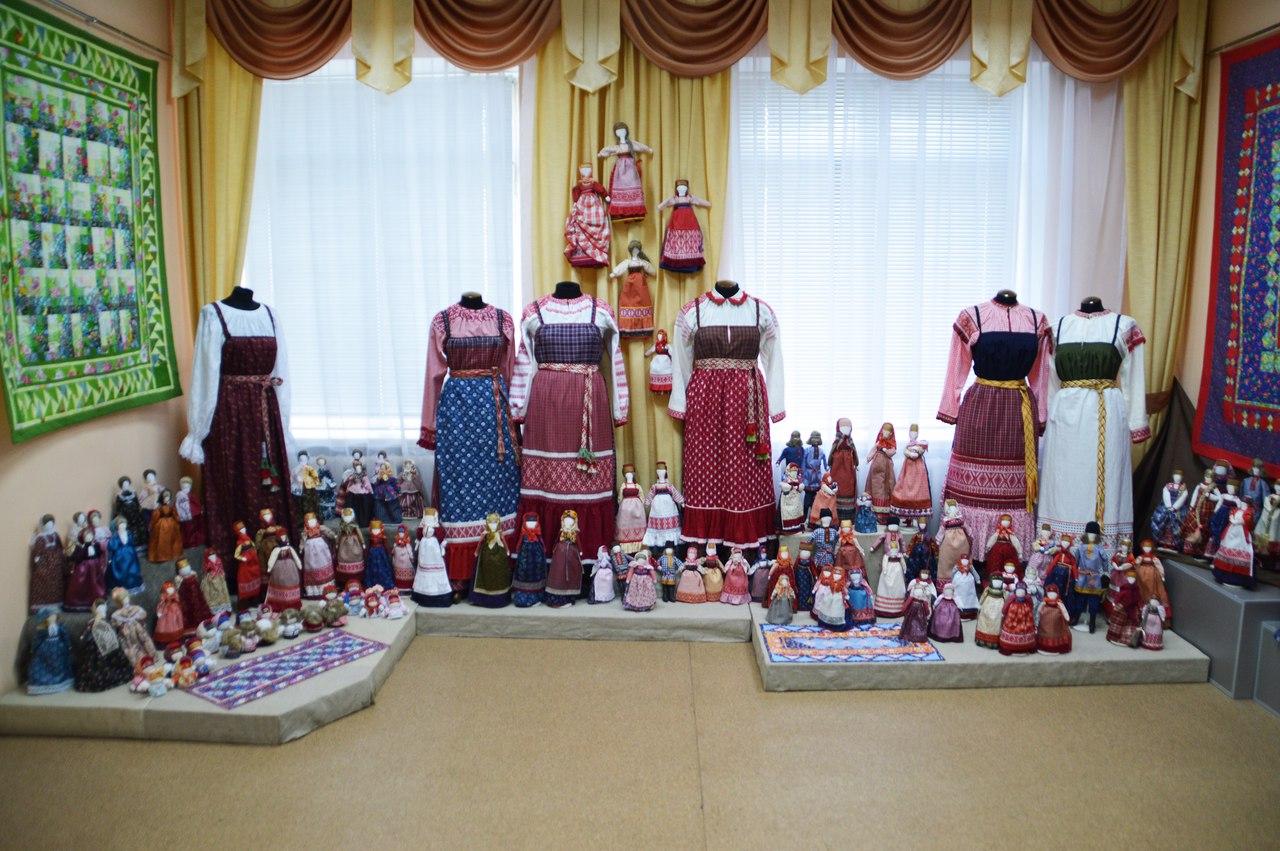 С народными промыслами Вологодской области можно познакомиться на выставке в Харовском районе